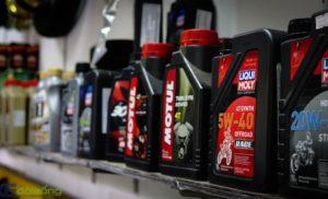 Tìm hiểu về công dụng và giá dầu thuỷ lực.
